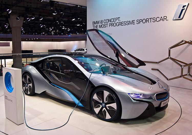 Motores Híbridos Y Eléctricos: El Futuro De La Automoción